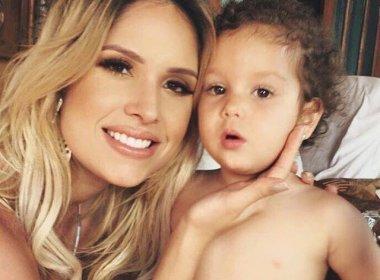 Esposa de Wesley Safadão é criticada ao postar foto da filha usando bolsa avaliada em R$ 8 mil