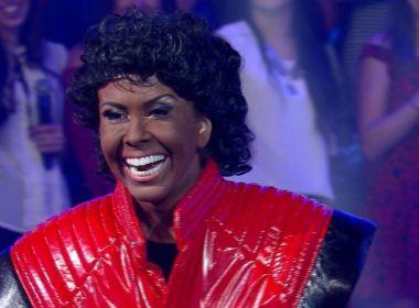 Joelma impressiona telespectador ao cantar caracterizada de Michael Jackson