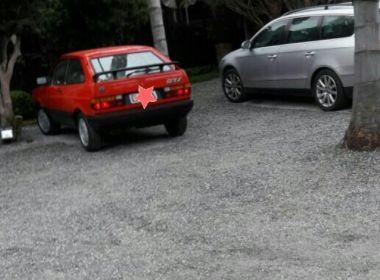 Willian Bonner usa carro antigo para passear com namorada