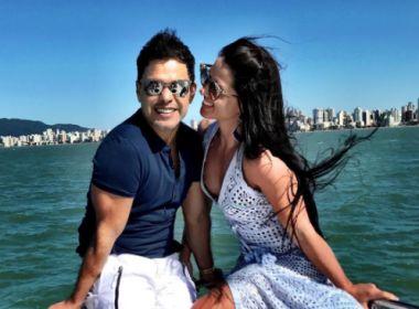 Namorada de Zezé Di Camargo mostra mansão em que vai morar com cantor