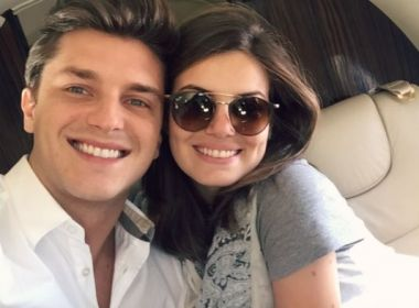 Camila Queiroz e Kleber Toledo ficam noivos; casal está junto desde agosto de 2016