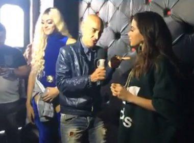 Anitta recrimina repórter por ignorar Pabllo Vittar em entrevista: 'Se posiciona pra nós'