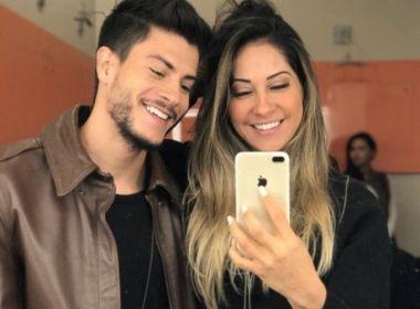 Após dois meses de namoro, Arthur Aguiar e Mayra Cardi anunciam casamento