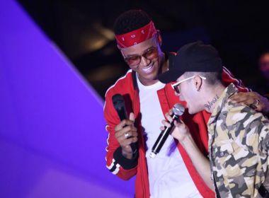 Léo Santana recebe MC Kevinho para cantar 'Encaixa' no palco do Salvador Fest