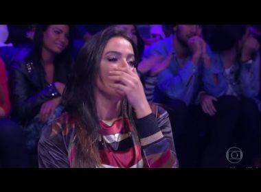 Anitta se entristece com fã que a criticou por contratar deficientes físicos: 'É de chorar'