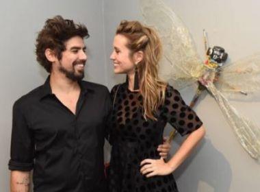 Casada com artista plástico, Juliana Didone anuncia gravidez