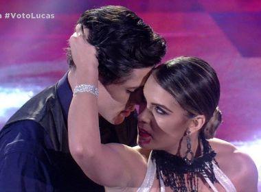 Dança dos Famosos: Ator pede bailarina do Domingão do Faustão em namoro ao vivo