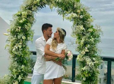 Com cerimônia surpresa até para noivo, Mayra Cardi e Arthur Aguiar se casam