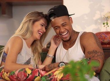 Após retorno, Léo Santana comemora 1 ano com Lore: 'Te amarei até ficarmos velhinhos'