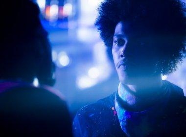 Morte de Zelito em 'A Lei do Amor' de overdose repercute na web: 'Porque é gay e negro'