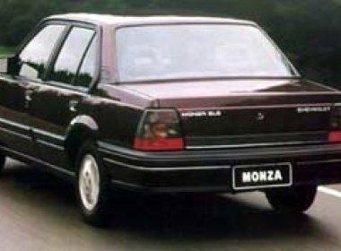 Homem é multado por 'dirigir' Monza 96 a 386 km/h em Salvador; entidade pede investigação