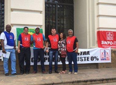 Sinpojud realiza ato em frente ao Fórum Ruy Barbosa contra PLs que prejudicam servidores