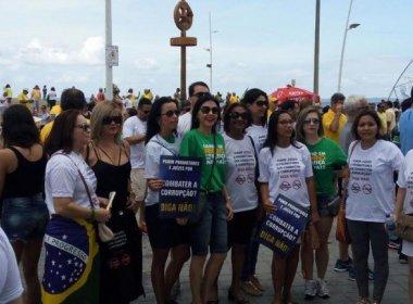 Magistrados participam de ato contra corrupção no Farol da Barra