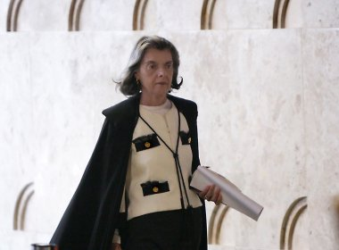 Carmén Lúcia determina que Estado tem que transferir presos em delegacias para presídios