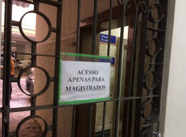 OAB pede retirada de placa que limita acesso a elevador do Fórum Ruy Barbosa a juízes