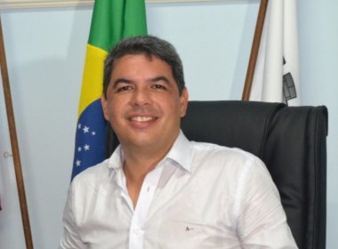 Justiça cassa mandatos de prefeito e vice de Poções por captação ilícita de recurso