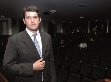 Raptado quando bebê, Pedrinho agora integra banca de defesa de Aécio Neves