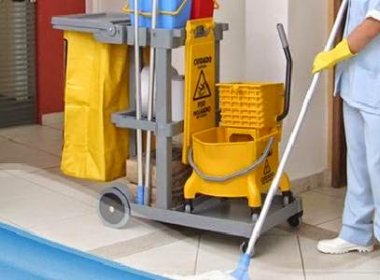 Auxiliar de limpeza será indenizada por ser agredida com tapas e pontapés