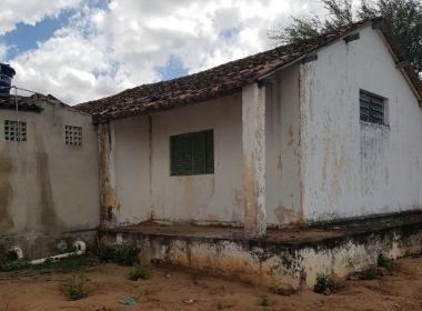 MP-BA pede interdição de escola em Caldeirão Grande; alunos se alimentam no chão