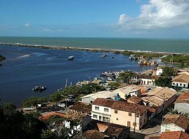 Santa Cruz de Cabrália: MP-BA pede suspensão de aumento salarial de prefeito e vereadores