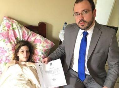 Youtuber vai processar médico após complicação cirúrgica em implante no bumbum