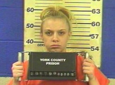 Mulher é condenada a prisão por sexo que fazia móveis da vizinha tremerem