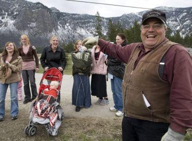 Líder religioso com 25 esposas e 145 filhos é condenado por poligamia