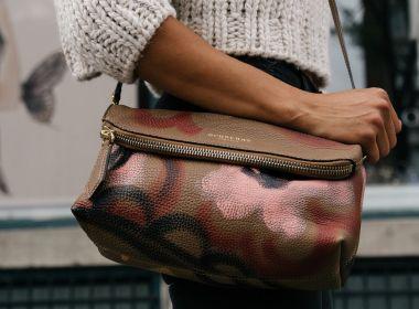 Os perigos da bolsa pesada: saiba como evitar problemas de saúde