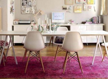 Veja como o tapete cor de rosa pode funcionar em qualquer cômodo
