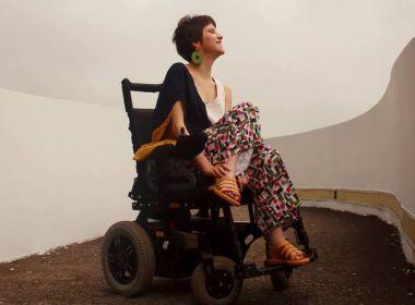 Designer brasileira cria linha de roupas para mulheres com deficiência