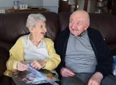 Mãe de 98 anos muda-se para asilo para cuidar do filho de 80
