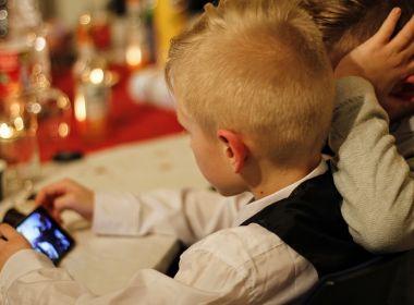 No Brasil pelo menos 72% das crianças de 10 a 12 anos têm celular próprio