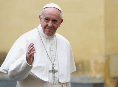 Papa incentiva mulheres a amamentarem em público