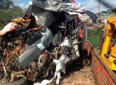 Aurelino Leal: Multidão acompanha enterro das 4 vítimas mortas em acidente
