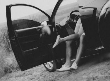 Conquista: Casal é detido fazendo sexo em veículo após bater em viatura policial