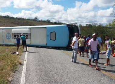 Motorista diz que perdeu controle do ônibus que tombou entre Mundo Novo e Piritiba