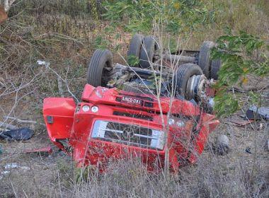Motorista morre após caminhão cair ribanceira na BR-116, entre Jaguaquara e Jequié