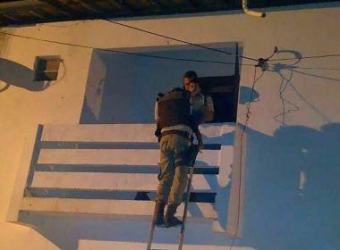 Alagoinhas: PM resgata criança de um ano deixada sozinha em apartamento