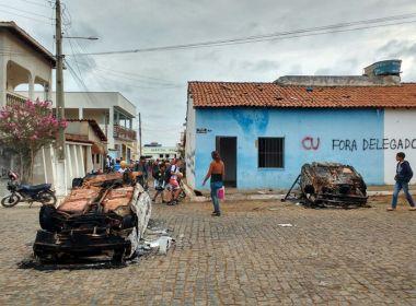 Piripá: Grupo destrói delegacia e incendeia carros; delegado diz que ato foi retaliação
