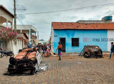 MORADORES DESTROI DELEGACIA DE PIRIPÁ NA BAHIA