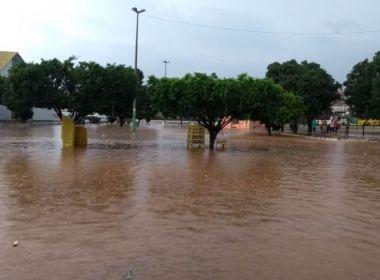 Jequié: Chuva forte alaga ruas e causa transtornos; veja vídeo