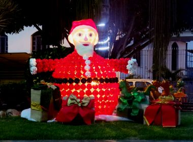 Médio Rio de Contas: Prefeitura de Ibirataia usa dez mil garrafas PET em decoração de Natal