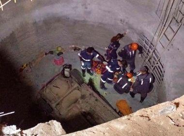 Lauro de Freitas: Homem morre e dois ficam feridos após carro cair em buraco de obra