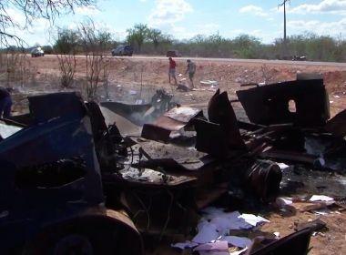Juazeiro: Em assalto, homens explodem carro-forte e espalham dinheiro por rodovia