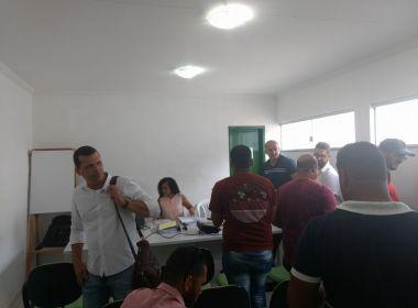 Representantes de empresas brigam durante licitação da coleta de lixo em Eunápolis