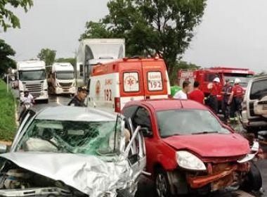 Barreiras: Seis ficam feridos em acidente que envolveu 3 carros na BR-242
