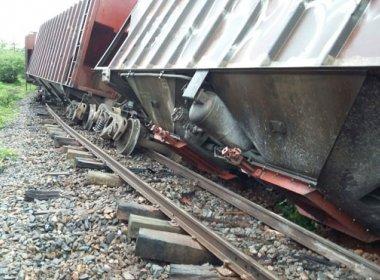 Brumado: Trem descarrila após terreno ceder