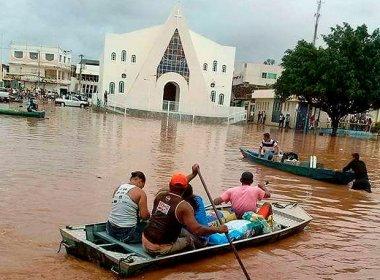 Oeste: Moradores de Santa Maria recorrem a barcos; Parque de Barreiras fica alagado