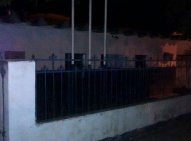 Adolescentes furtam peças de veículos e motocicleta em delegacia de Ituaçu