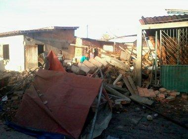 Sobrado desaba e três pessoas ficam feridas após explosão de cilindro em Belmonte